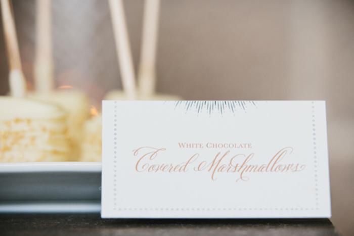 golden-winter-wedding-ideas-32